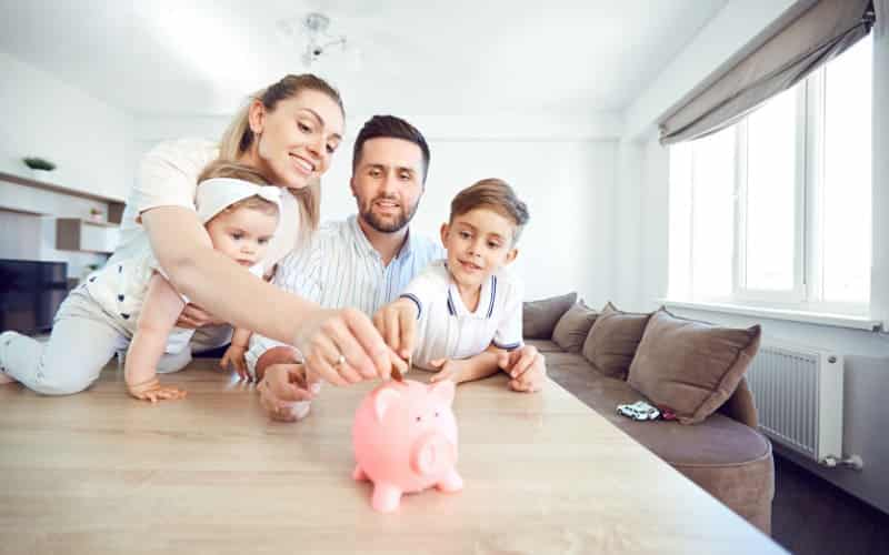 Savings Goals That You Must Achieve According To Your Age